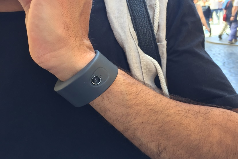 Cleep: The World's First Experience Band that Allow You Take Photo and Video from Your Wrist